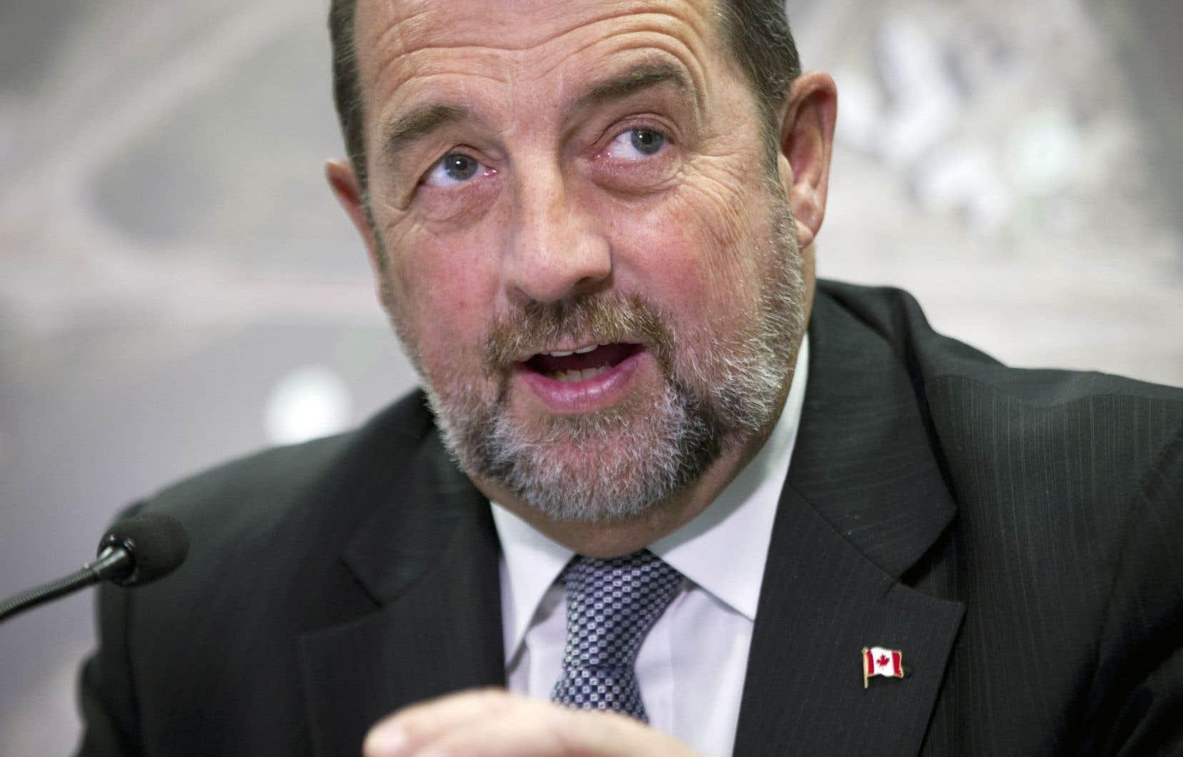 Le bureau du ministre Denis Lebel a plaidé avoir manqué de temps pour négocier avec Québec une entente qui ferait en sorte que les municipalités québécoises puissent bénéficier de l'enveloppe.