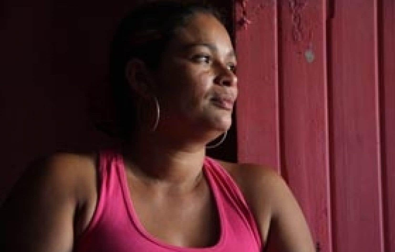 Après l'assassinat de son beau-frère, Maria Elena Monterosa a dû quitter sa terre pour aller se réfugier en ville. Un aller simple qui l'a menée tout droit dans un bidonville de Sincelejo, une municipalité du nord-ouest de la Colombie.