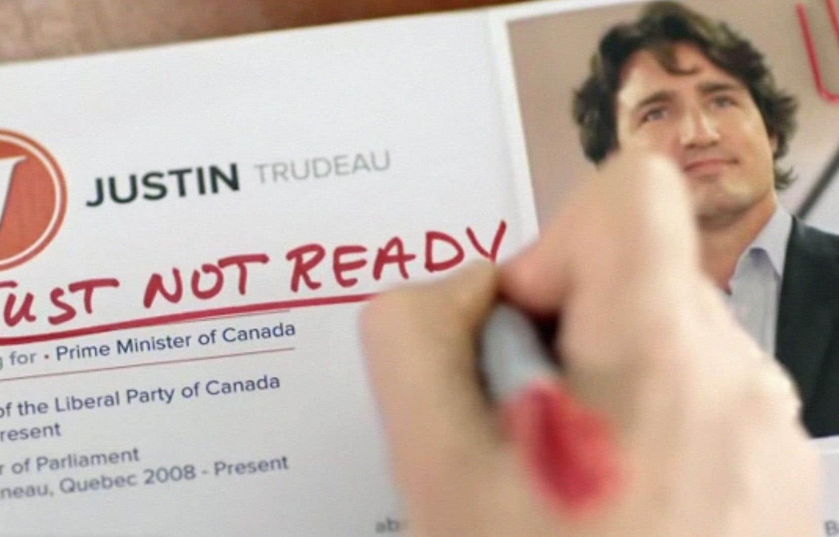 La publicité du Parti conservateur présente une sorte de comité d'embauche pour le poste de premier ministre, au moment où celui-ci étudie le C.V. de Justin Trudeau.