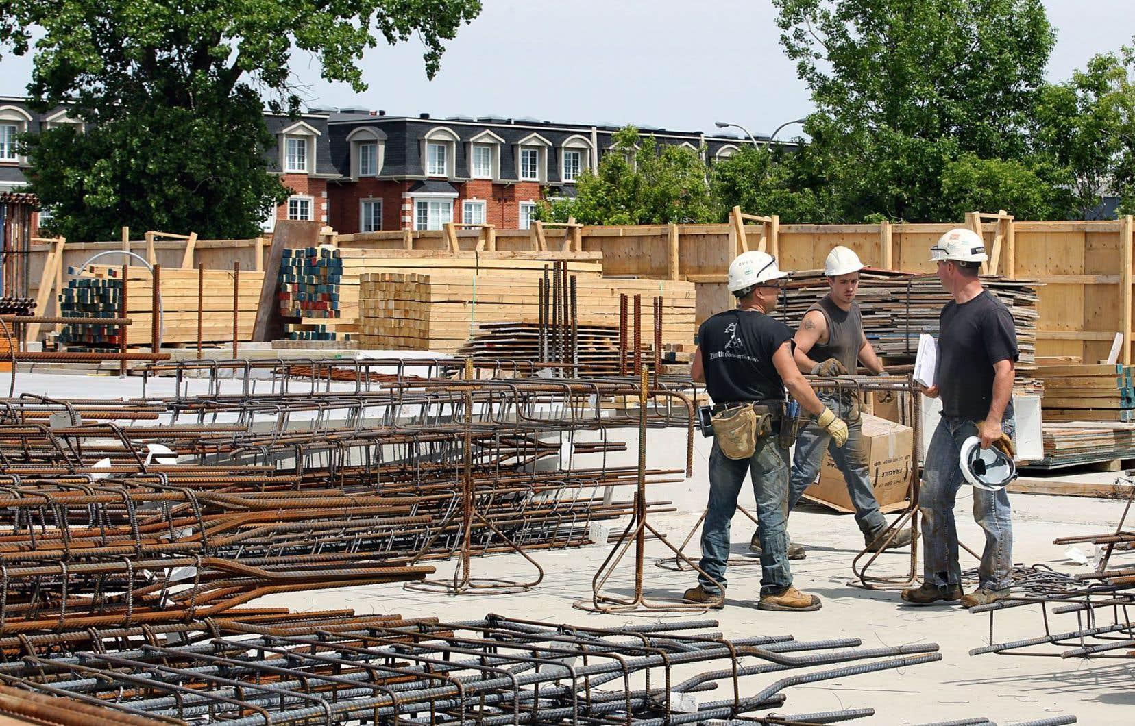 La Ville de Montréal suggère que les projets de plus de 200 unités contiennent 15% de logements abordables et 15% de logements sociaux. Le Plateau-Mont-Royal élargit l'application de la règle aux logements de plus de cinq unités qui nécessitent un changement de zonage.