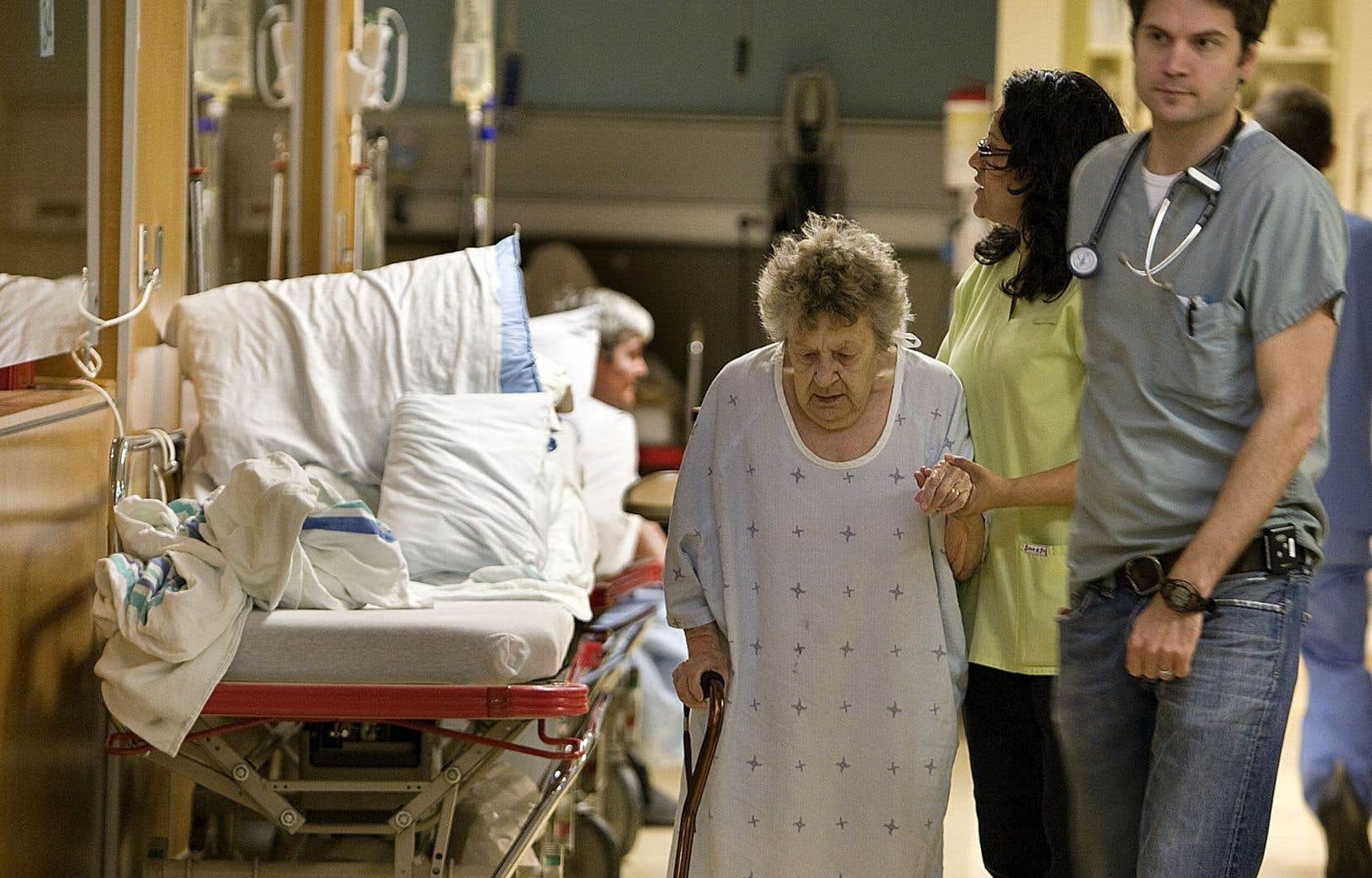 Des études ont déjà prouvé que la collaboration entre professionnels de la santé diminue le recours aux urgences et améliore la qualité des soins.<br />