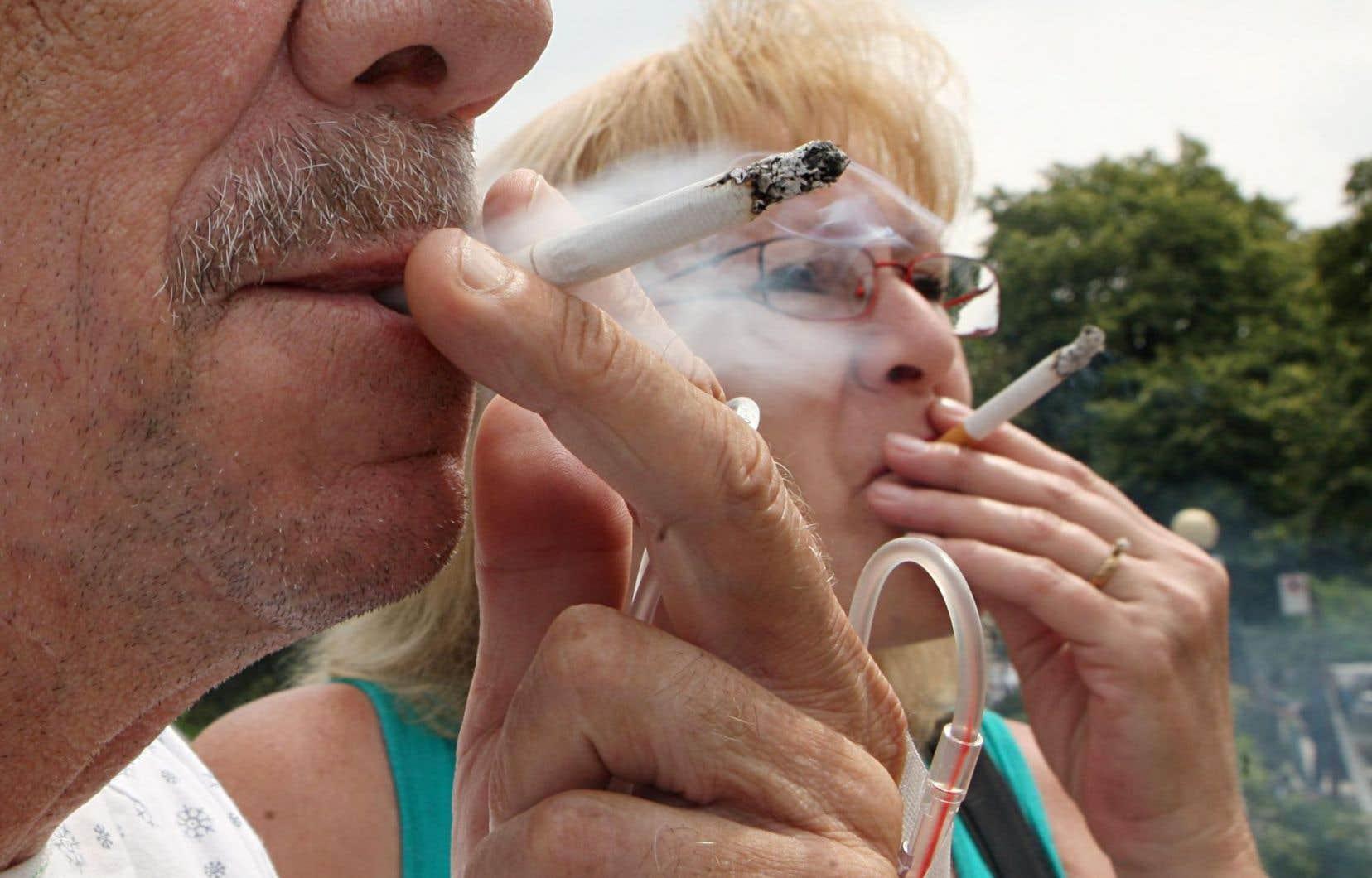 Les deux recours collectifs opposent trois cigarettiers canadiens à plus d'un million de Québécois atteints de graves maladies qu'ils disent causées par le tabac.