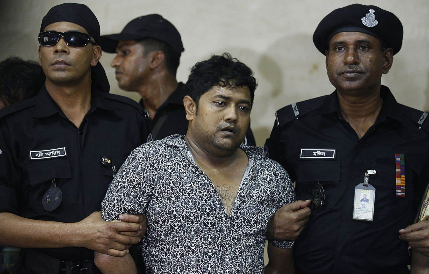 Le propriétaire du Rana Plaza, Sohel Rana (ci-dessus, au moment de son arrestation en avril 2013), ainsi que 40 autres personnes ont été inculpés de meurtre en lien avec l'effondrement d'une usine textile au Bangladesh.