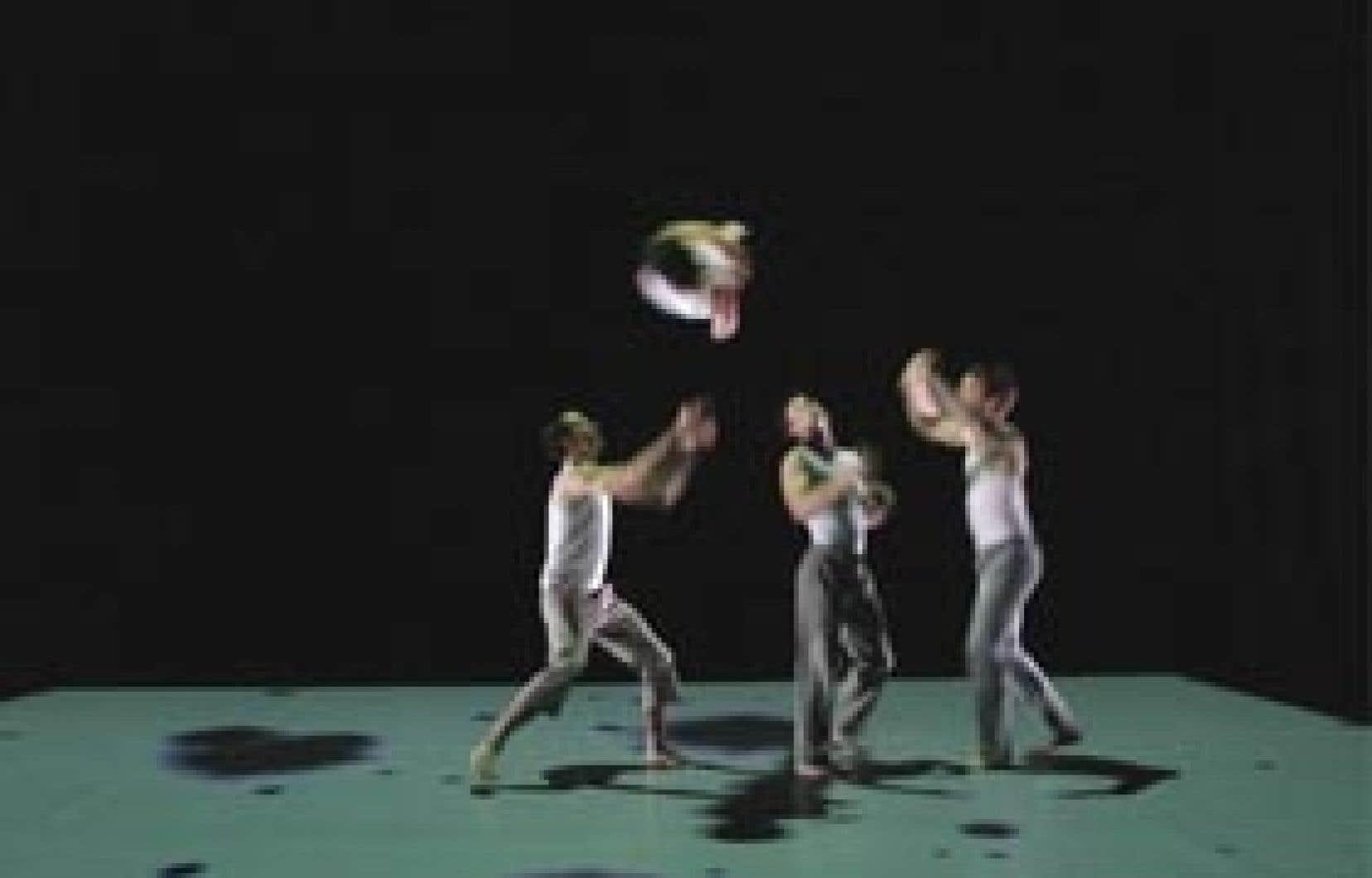 Minimaliste et carburant aux mouvements purs, la création By the light of stars that are no longer, par la troupe australienne C¡RCA, est née d'une belle métaphore. Celle de la vulnérabilité humaine ressentie la nuit sous des cieux criblés d'