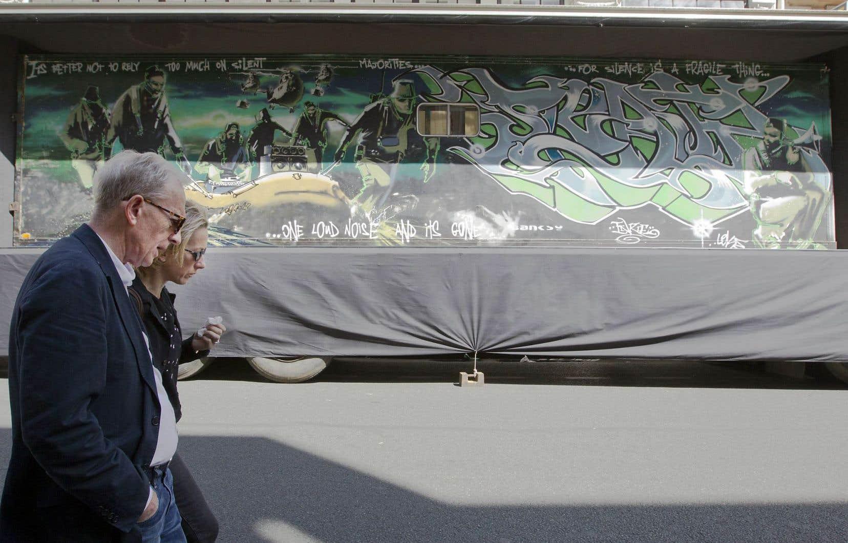 «Silent Majority», une peinture aérosol sur métal qui a été réalisée en 1998 sur un semi-remorque de près de 10 mètres de long.
