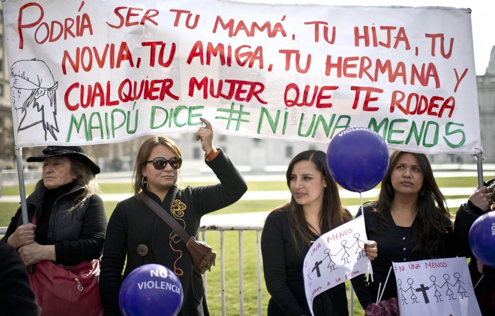 Au Chili aussi des centaines de manifestants se sont rassemblés à Santiago pour dénoncer la culture machiste.