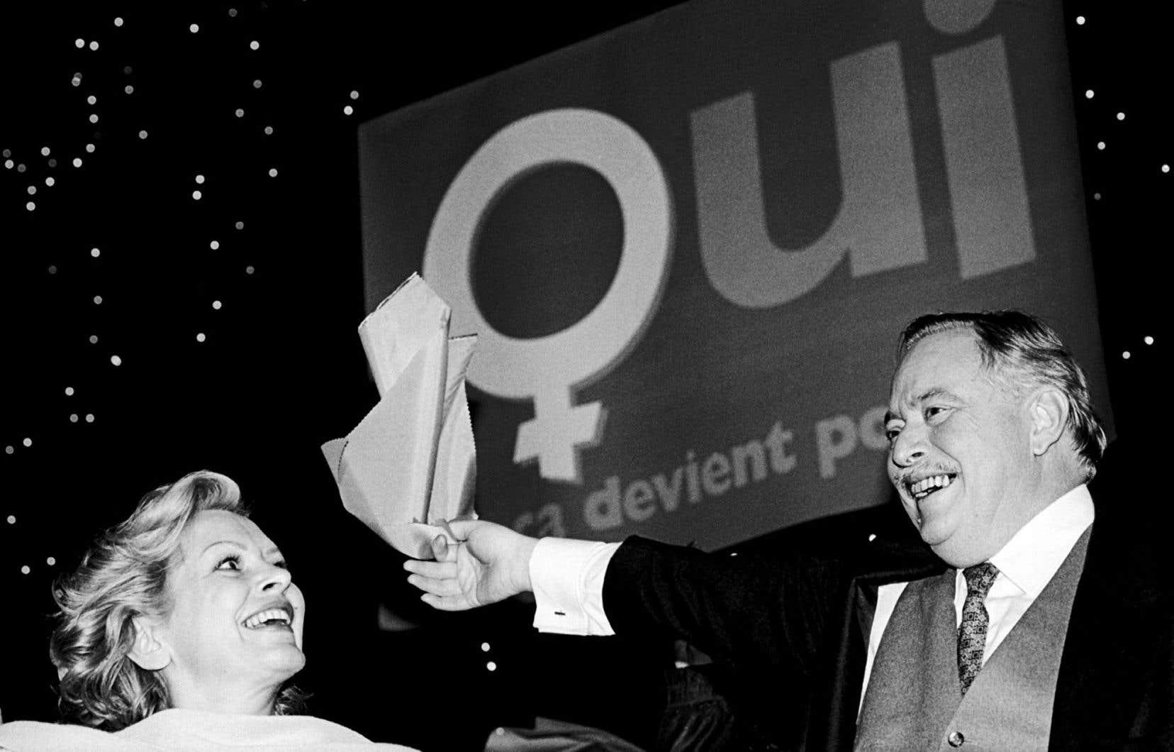 Lisette Lapointe et Jacques Parizeau lors d'un rassemblement au cours de la campagne référendaire de 1995