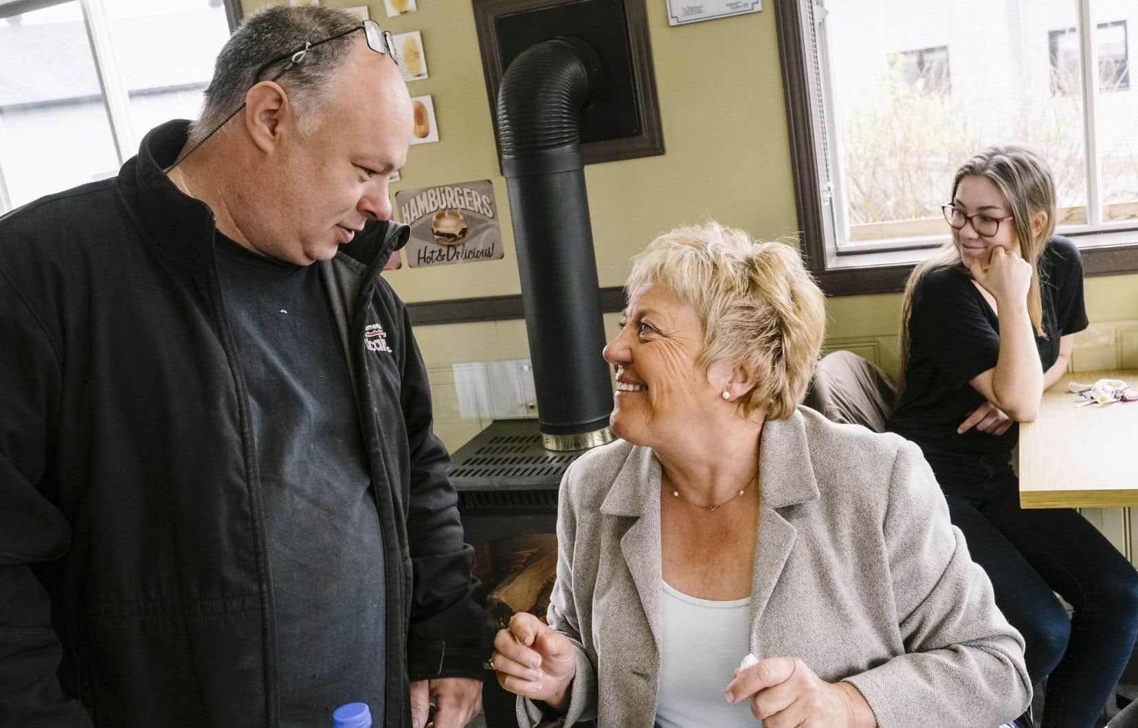 La candidate caquiste Jocelyne Cazin est connue comme journaliste, entre autres à l'émission J.E.