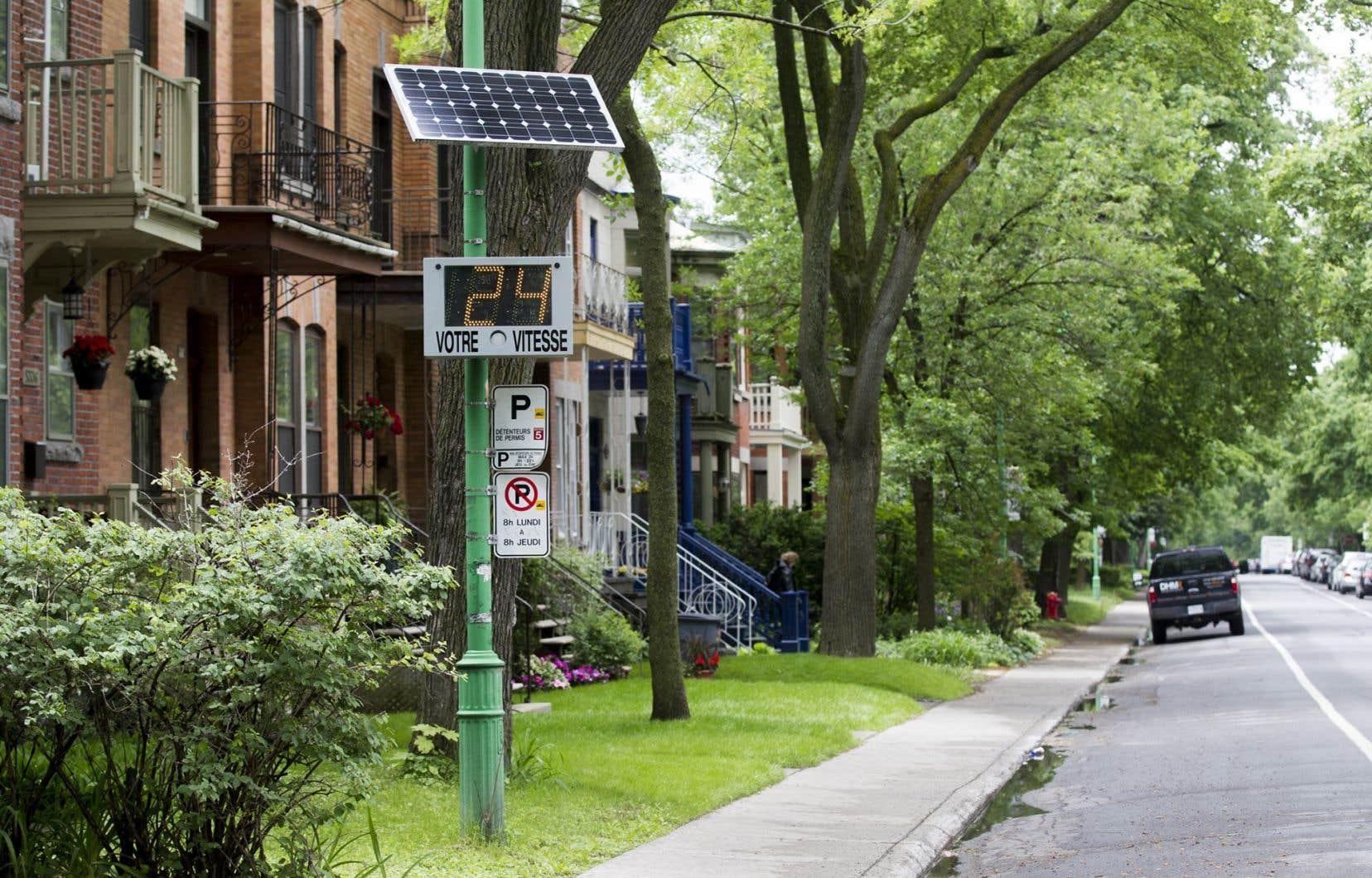 Pour que la limite réduite soit respectée, d'autres mesures doivent l'accompagner, comme des panneaux indicateurs de vitesse.