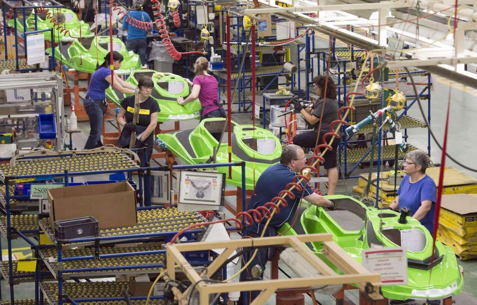 L'usine de Valcourt compte quelque 1500 employés alors que 1500 autres se trouvent dans les bureaux du siège social.