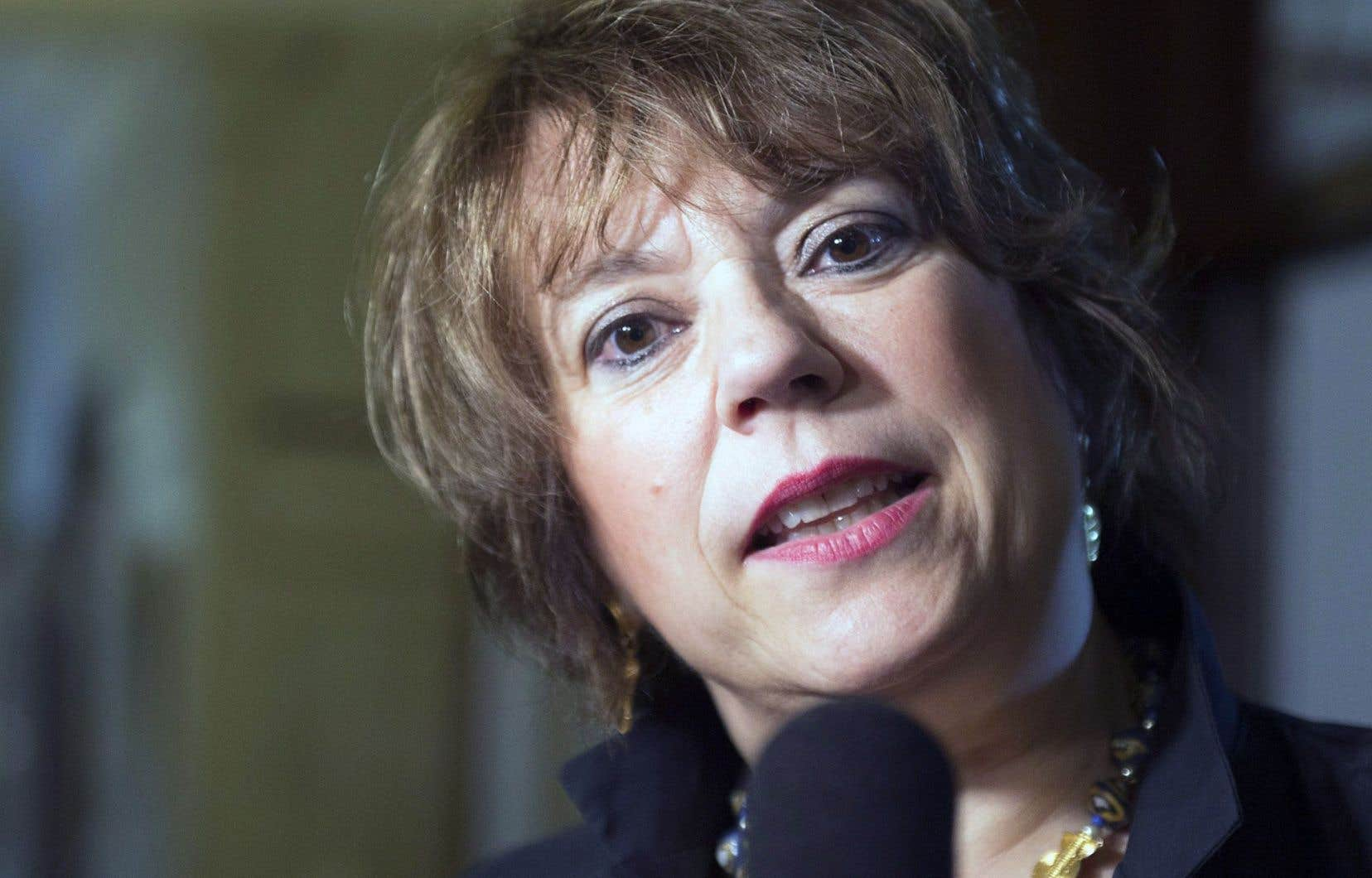 La ministre responsable de la Protection et de la Promotion de la langue française, Hélène David, doit présenter mercredi prochain un projet de règlement au Conseil des ministres.