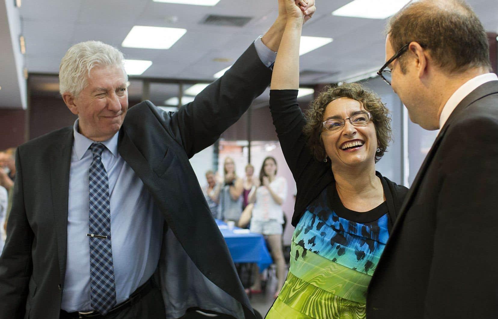 Claude DeBellefeuille lors de son investiture dans la circonscription de Salaberry-Suroît avec le chef du Bloc Québécois, Gilles Duceppe, et le président du Bloc québécois, Mario Beaulieu.