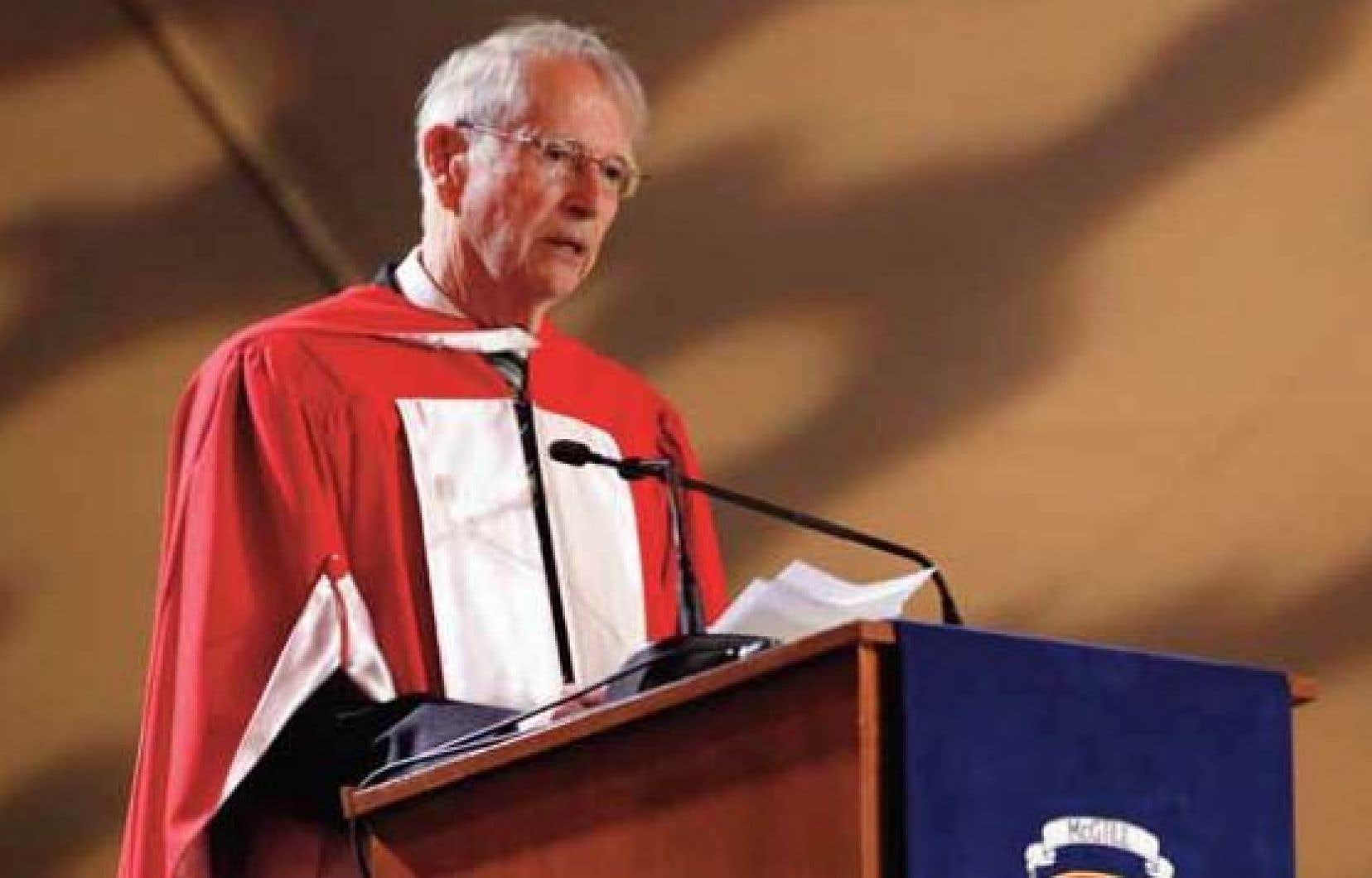 MeRené Dussault recevait, le 26mai dernier, un doctorat honorifique en droit de l'Université McGill.