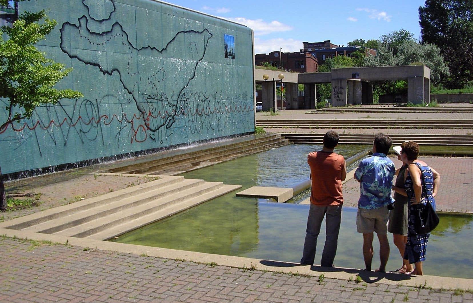 Le centre Dare-Dare a dynamisé le square Viger entre 2004 et 2006. Un prix Orange lui avait été attribué à l'époque.