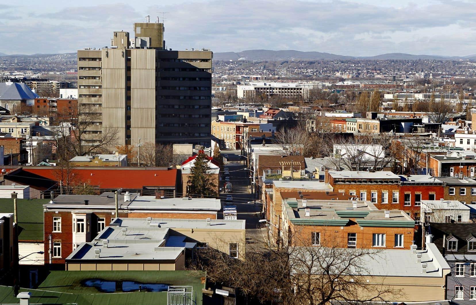 La demande de recours a été déposée devant la Cour supérieure du district judiciaire de Québec par la conjointe d'une des victimes de l'épidémie de légionellose ayant sévi à Québec à l'été 2012, Solange Allen.
