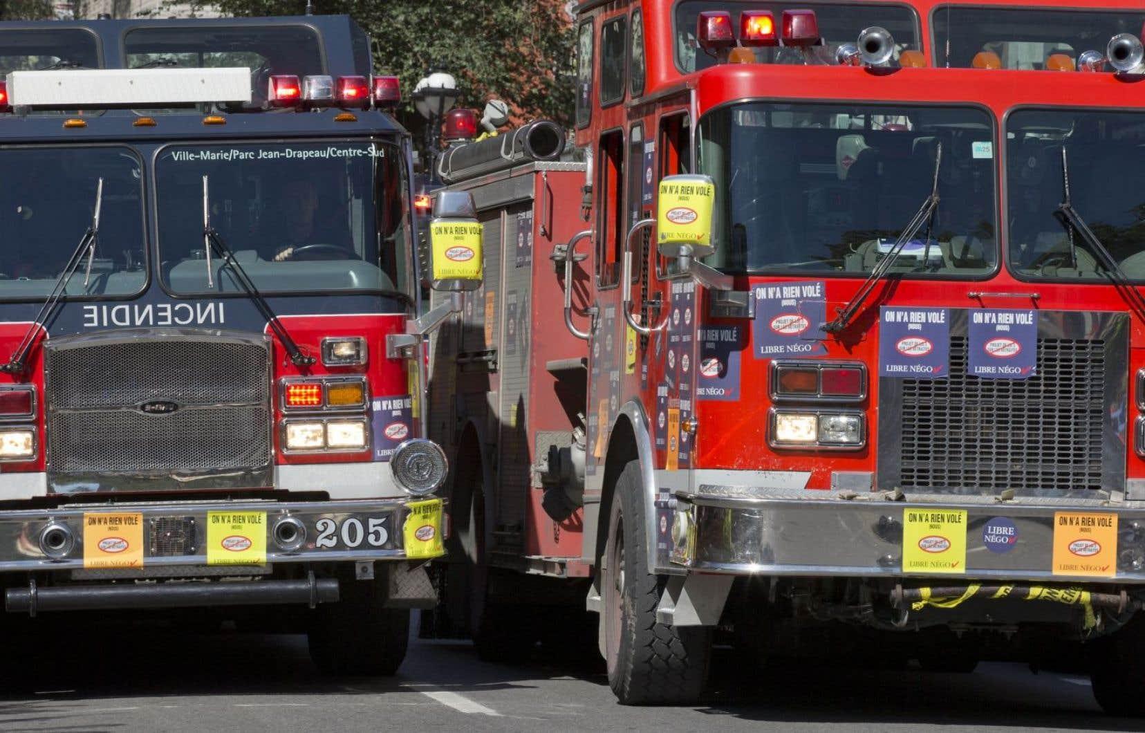 À l'occasion des obsèques de l'ex-maire Jean Doré, les autocollants, qui couvrent les camions de pompier depuis l'an dernier, seront retirés.