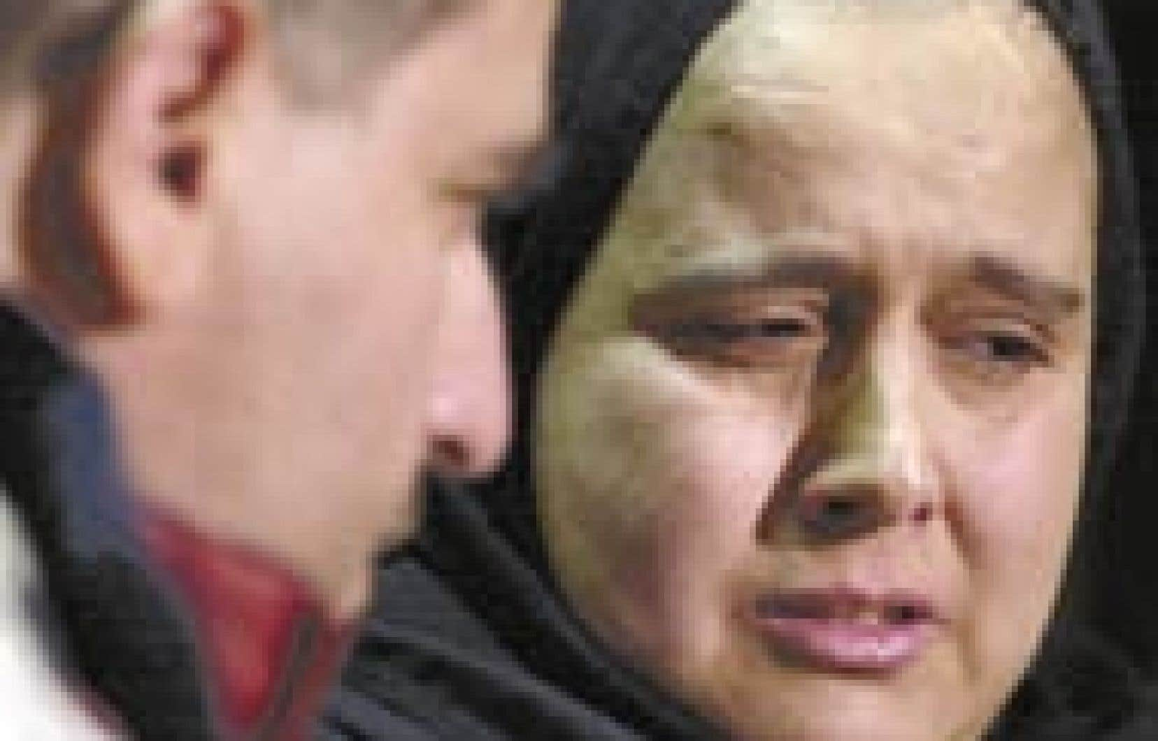 Yakout Seddiki était visiblement éprouvée par les événements, hier, lorsqu'elle a rencontré la presse en compagnie de son époux, Mourad Bourouisa, à la Union United Church où ils ont été recueillis. Le couple d'Algériens réclame du féd