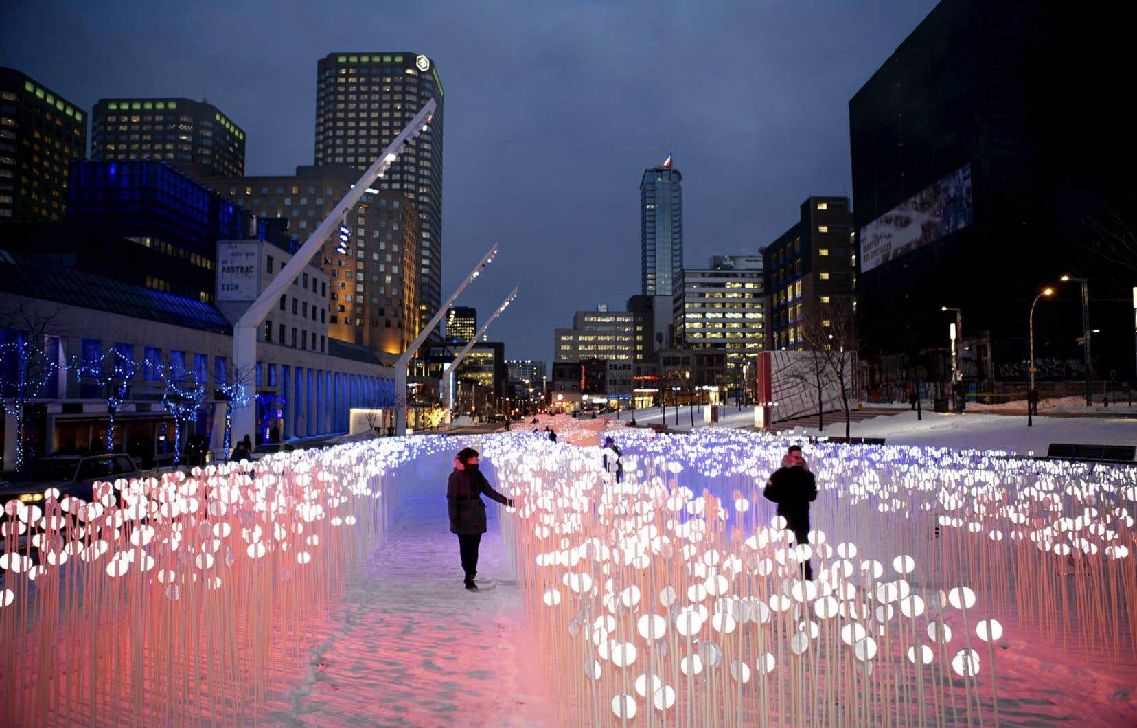 L'installation «Entre les rangs», réalisée par KANVA Architecture, en 2014, dans le cadre de l'exposition à ciel ouvert Luminothérapie.