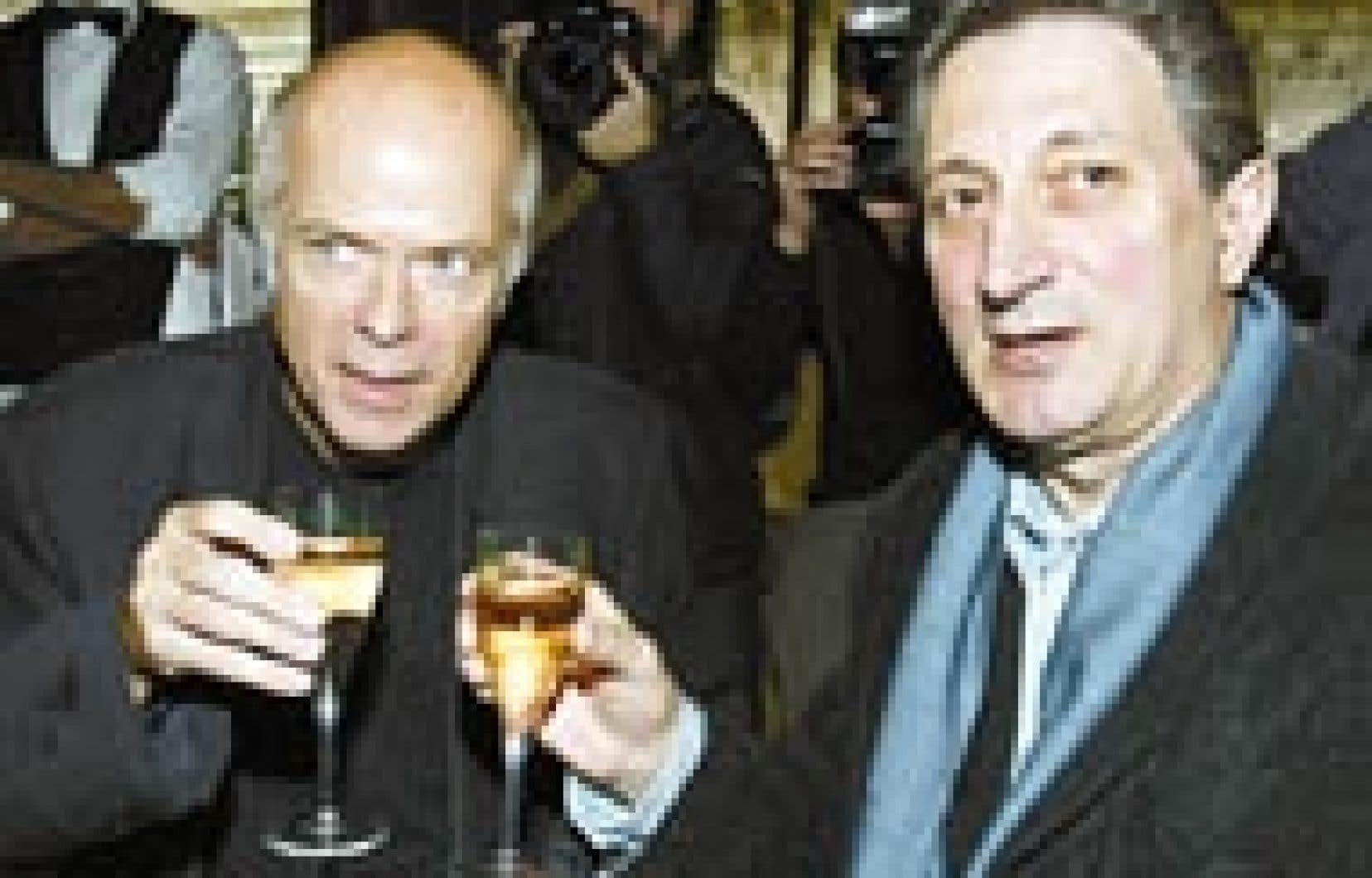 Le lauréat du prix Goncourt, Pascal Quignard, et celui du prix Renaudot, Gérard de Cortanze, ont trinqué, hier, à Paris.