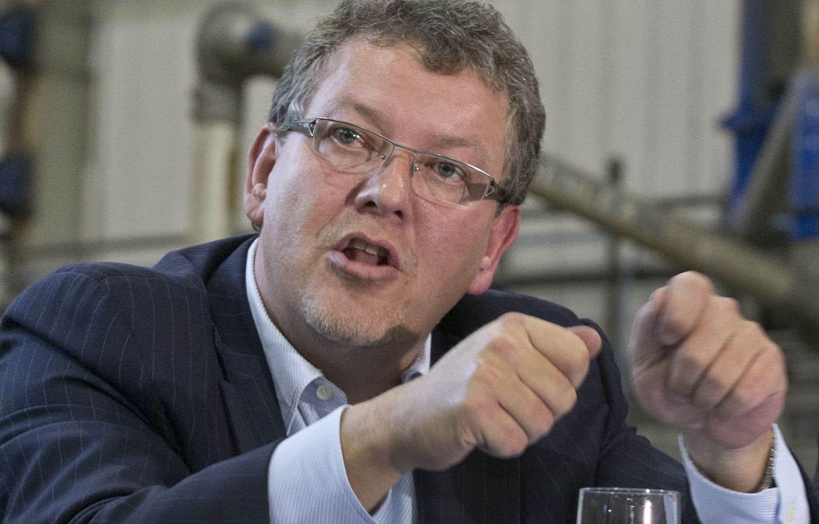 Joël Gauthier aurait fait une déclaration fausse ou trompeuse à l'organisme lors du processus de demande d'autorisation déposée par Hexagone en avril 2013.