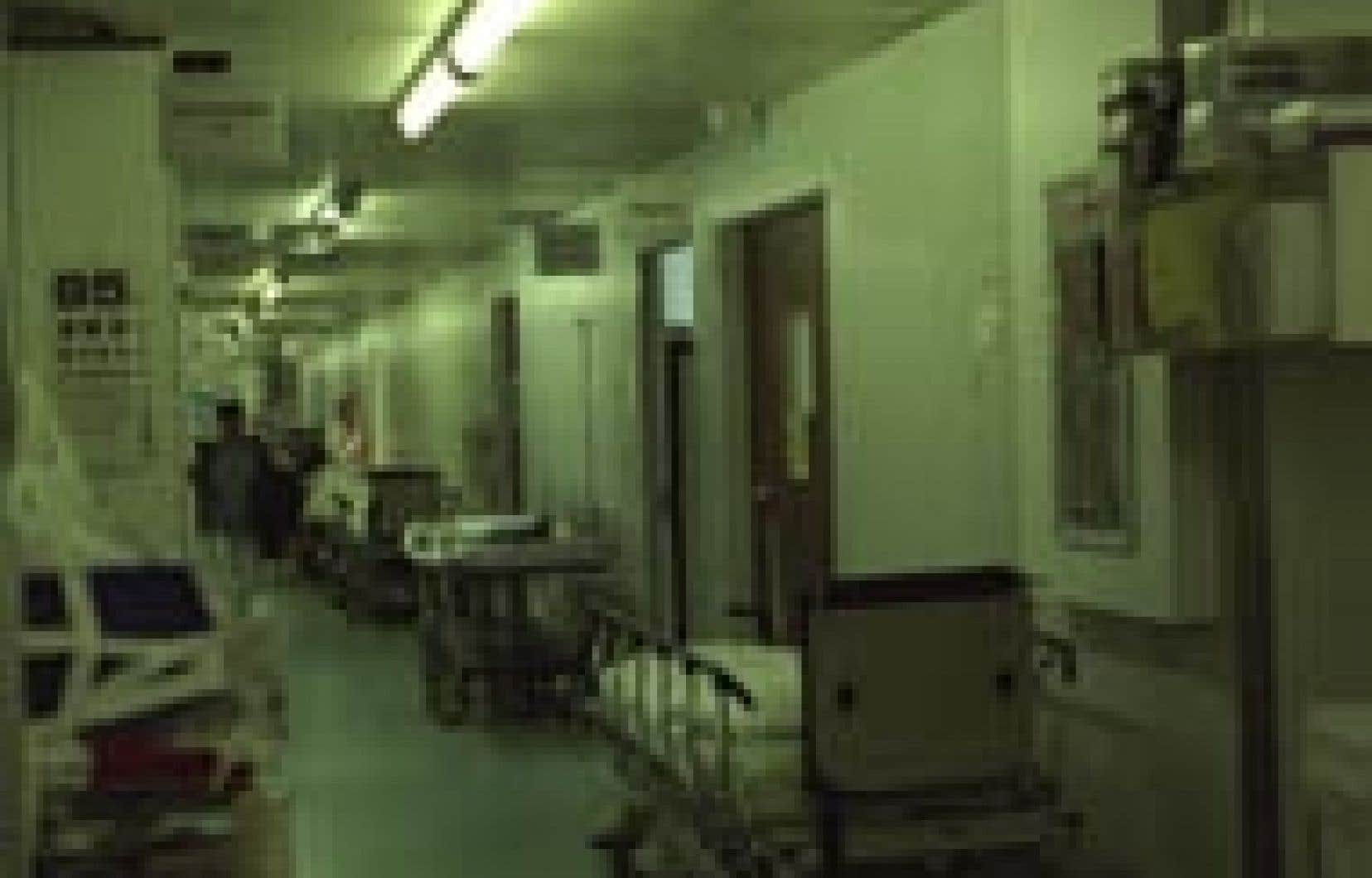 Les médecins résidents et les étudiants en médecine ne veulent plus être les seuls à être contraints de faire des activités médicales prioritaires.