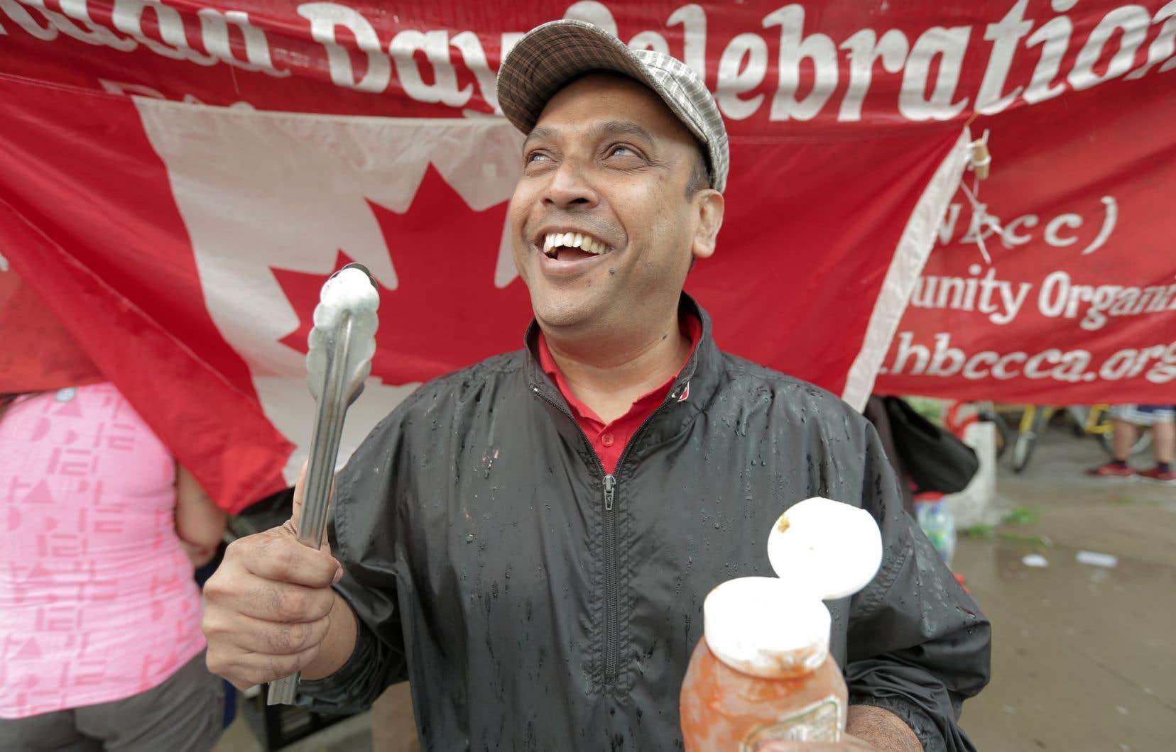 Monir Hossein distribuait les hot-dogs hallal. Si ce Bengladais d'origine était enthousiaste, certains ont confié leurs déceptions.