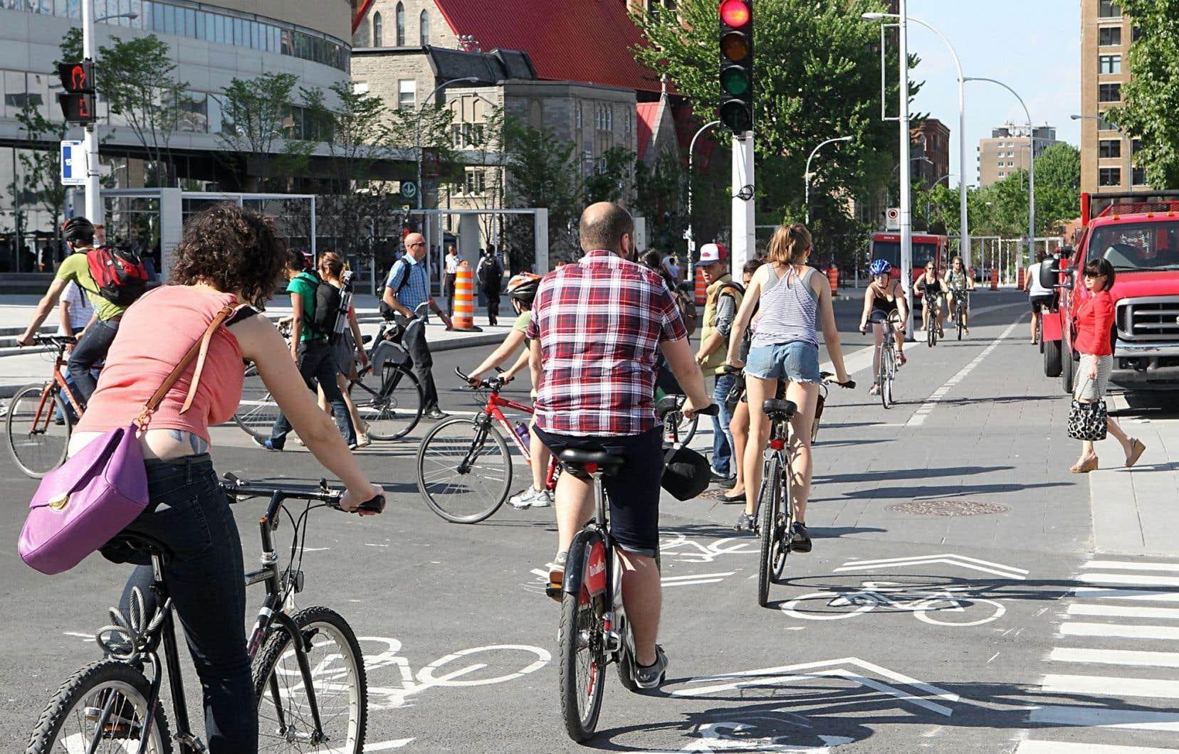 Les jeunes adultes de la génération Y qui choisissent de s'installer dans la métropole retardent largement l'achat de leur premier véhicule motorisé, selon l'urbaniste Félix Gravel.<br />