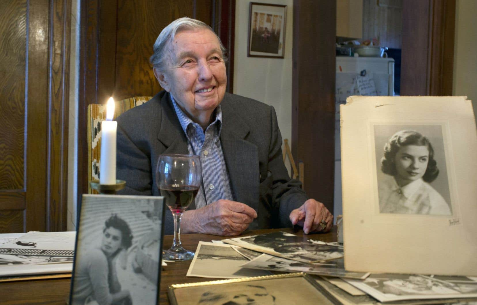 Michel Gagnon a vécu pour sa vérité, en homme dans un corps de femme, toute sa vie. À 84ans, il remue les souvenirs de ses conquêtes, à la fois intimes et amoureuses. Ici, en compagnie de ses anciennes flammes.