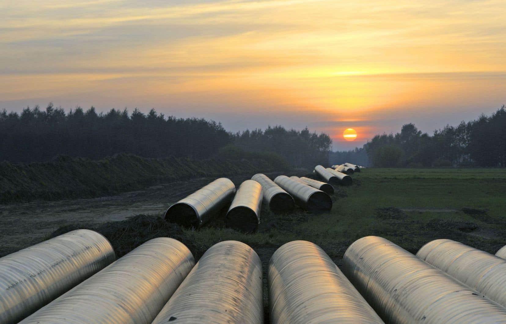 Selon le ministère de l'Énergie et des Ressources naturelles, les fonds publics accordés à Canadoil Forge, une entreprisequi fabrique des portions de pipelines, devraient permettre de réduire ses émissions de 694,5 tonnes de GES par année.