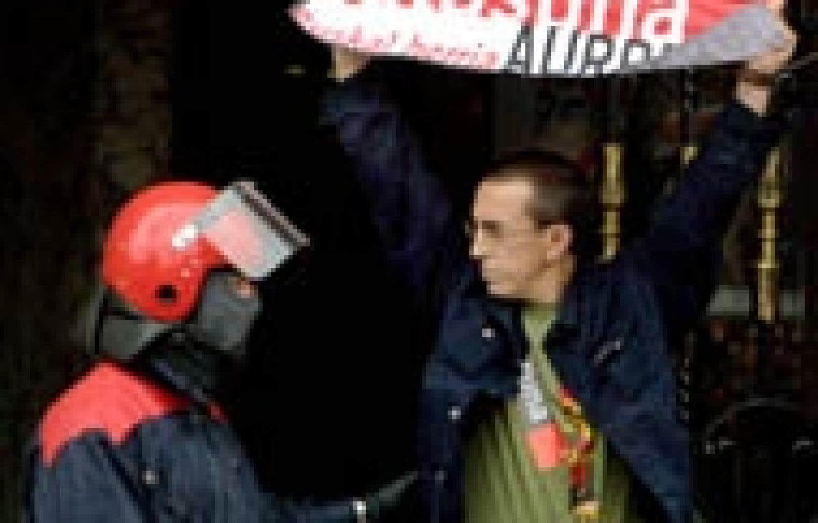 Catalogne la police espagnole tire des balles de caoutchouc