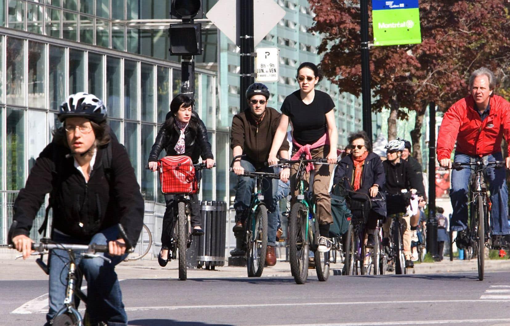 Il existe à Montréal une masse critique de cyclistes pour qui le vélo représente un moyen de transport.