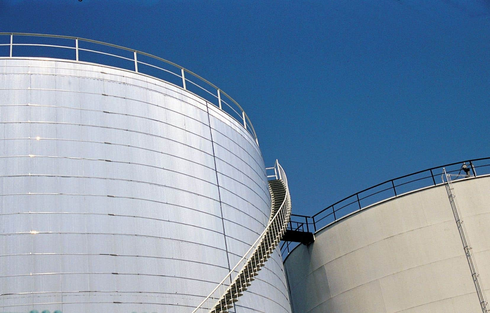 Côté demande, l'Agence internationale de l'énergie prévoit qu'elle augmentera de 1,2 million de barils par jour (mbj) en 2016.