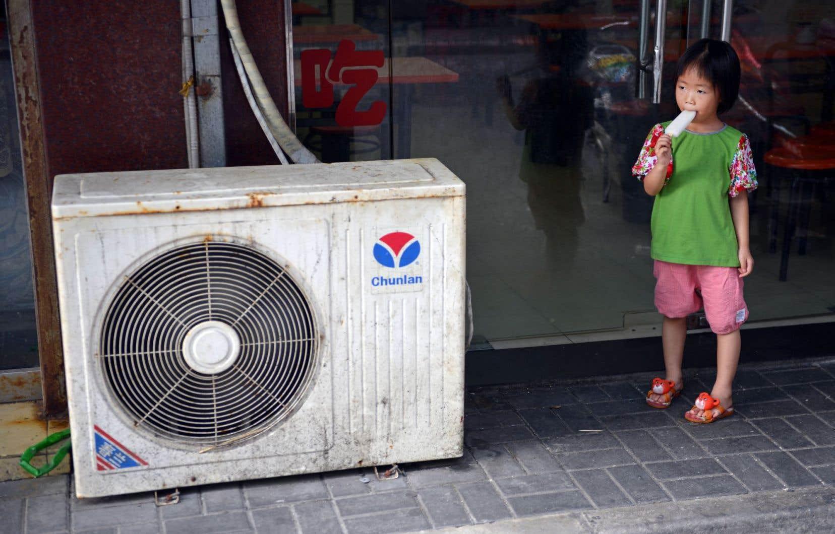 La hausse du niveau de vie dans les pays émergents, dont la Chine, entraîne la climatisation massive.