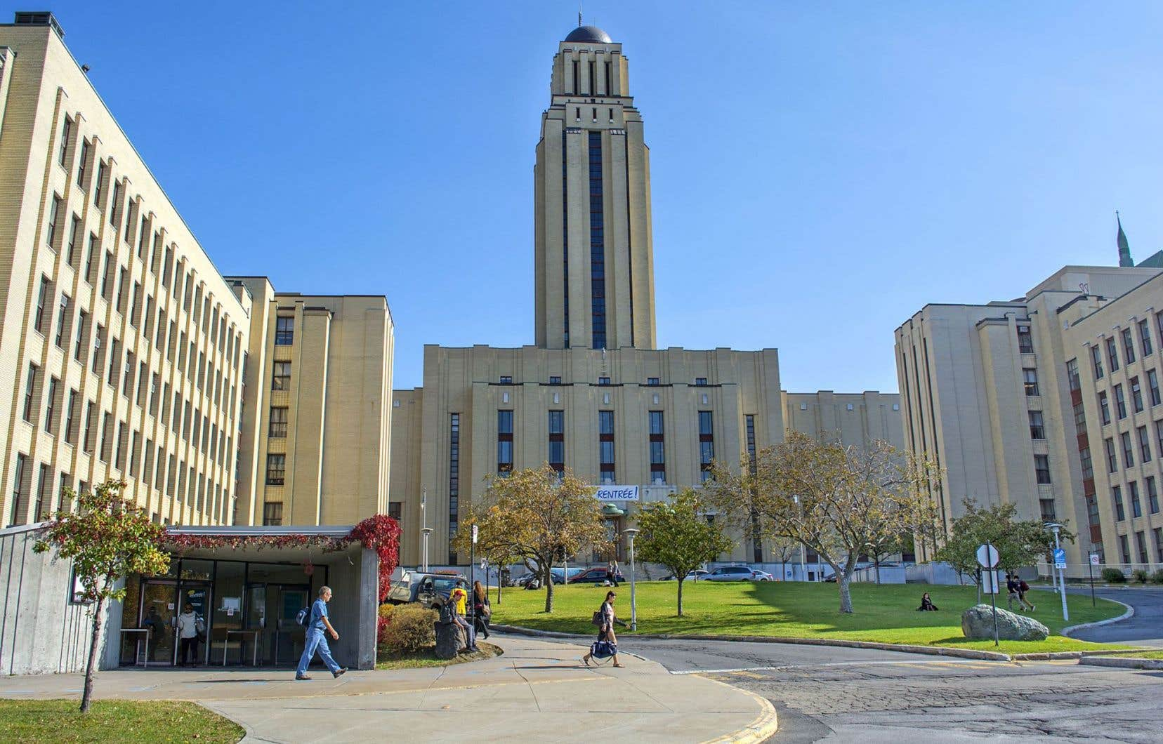 L'ombudsman de l'Université de Montréal voudrait que les membres du personnel soient en mesure de repérer les signes d'une santé mentale défaillante chez les étudiants.