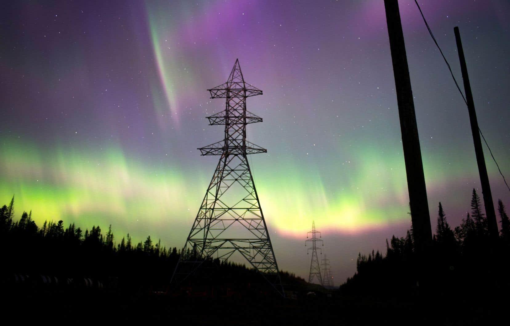 Dans la nuit du 22 au 23 juin dernier, une aurore boréale a enflammé le ciel de la Côte-Nord.