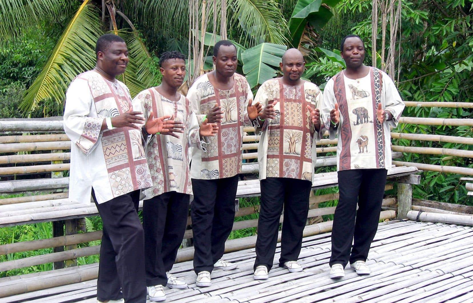 Black Umfolosi du Zimbabwe, avec leurs harmonies déroutantes, leur gospel de la délivrance et leurs chorégraphies dans les chants