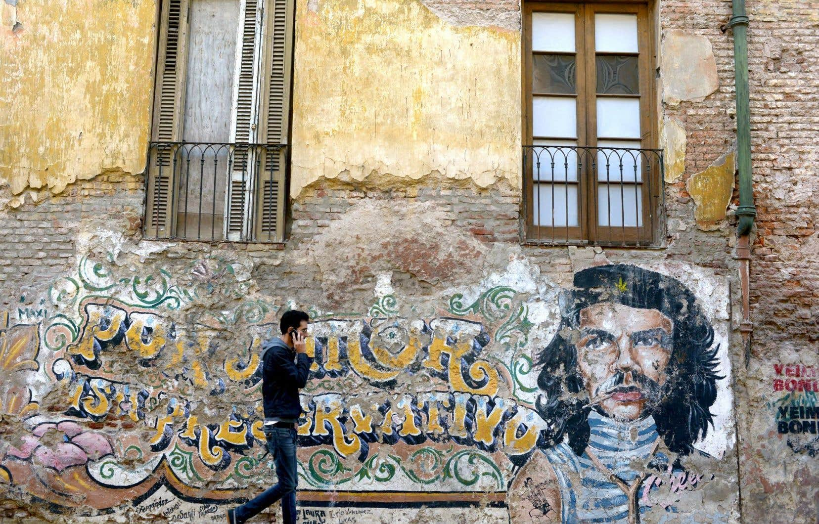 Devenue ces dernières années l'une des principales capitales mondiales du «street art», la ville de Buenos Aires, en Argentine, compte des milliers de fresques sur ses bâtiments de toutes sortes.