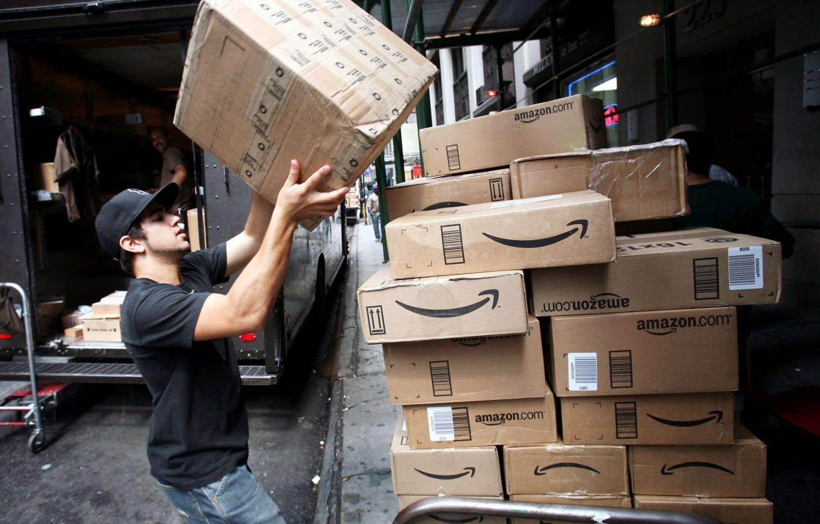 Amazon achète et vend de forts gros volumes de livres et de disques compacts.