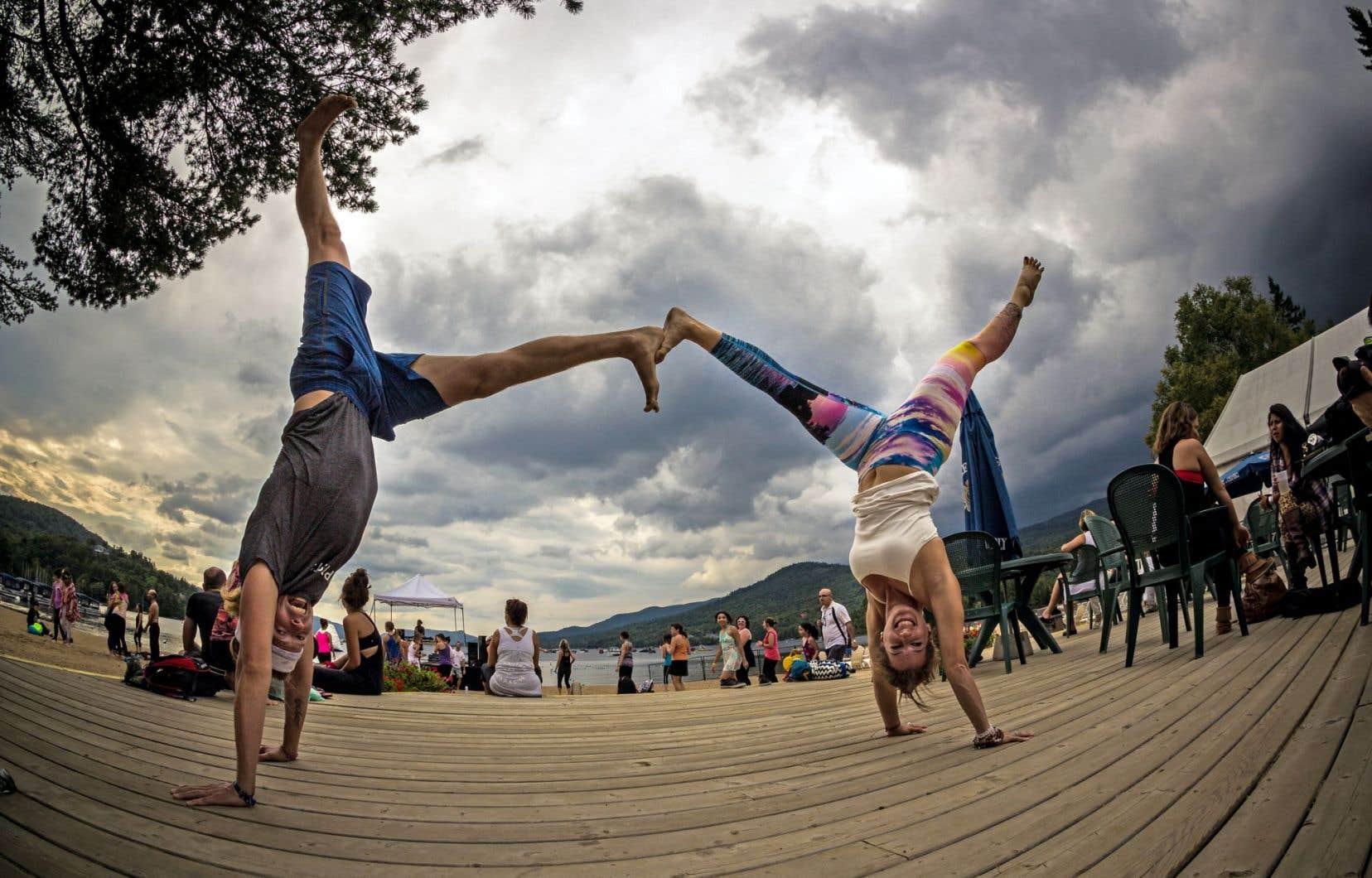 Wanderlust n'est pas une retraite de yoga silencieuse et sérieuse. La musique, le mouvement et la liberté sont au centre de ce festival ambulant axé sur le bien-être.