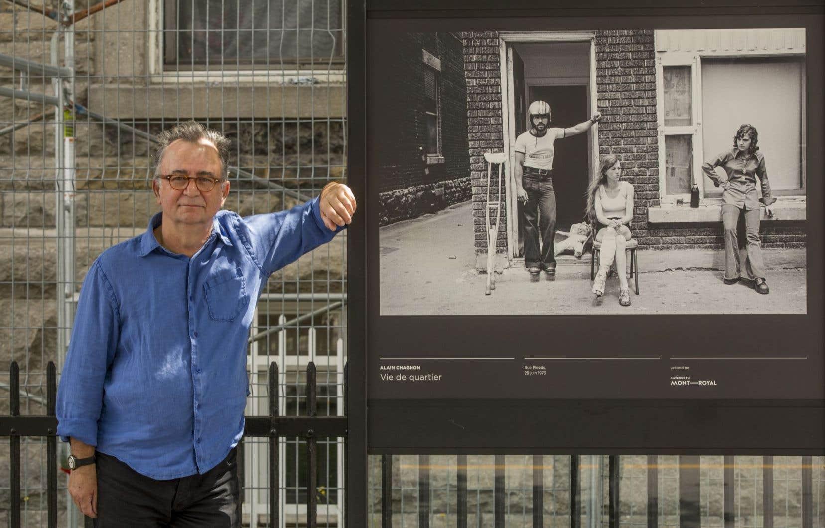 Alain Chagnon avec sa photo intitulée «Rue Plessis, 29 juin 1973»