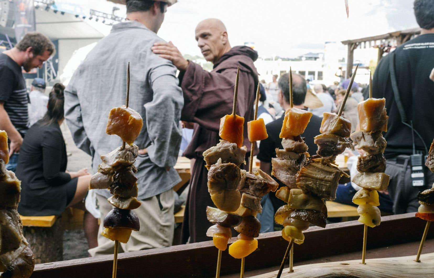Le Boucan des Fêtes de la Nouvelle-France est un grand barbecue à l'ancienne qui lance les festivités.