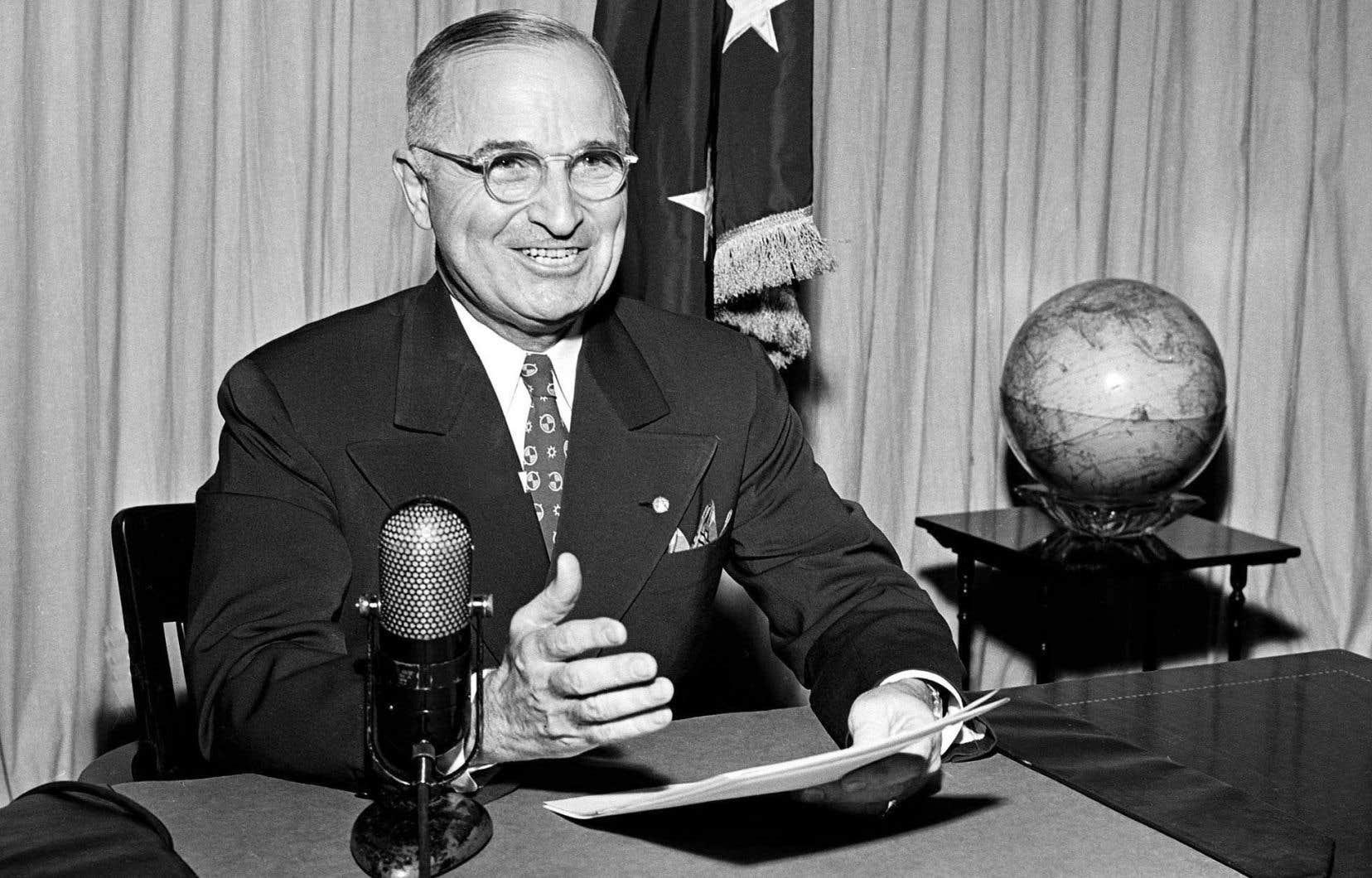 La situation politique dans laquelle se trouvait le président Harry Truman, en 1945, a joué un rôle déterminant dans l'utilisation de la bombe atomique.