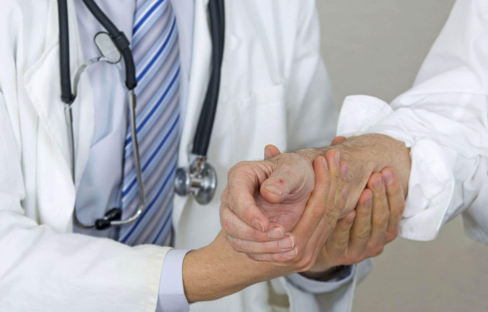 Les médecins qui choisissent de se désaffilier ont le devoir de s'assurer que leurs patients ont accès à un autre médecin. Or, il faut une plainte en bonne et due forme pour que le Collège intervienne.