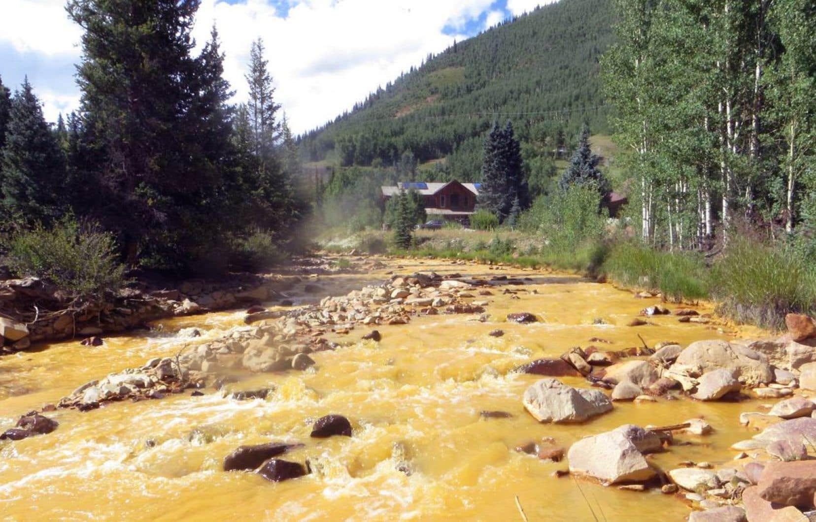 Des millions de litres d'eau chargée de métaux lourds et d'arsenic circulent dans des rivières de l'Ouest américain depuis une semaine. Sur la photo, la rivière Animas, près de Durango, au Colorado.