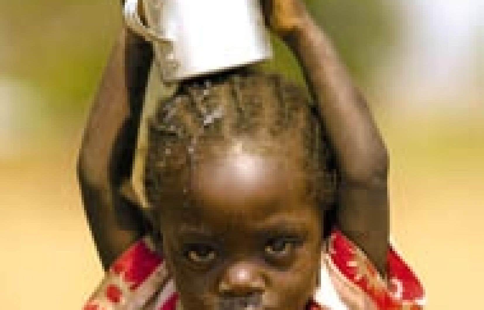 L'épidémie de fièvre de Marburg qui frappe le village angolais d'Uige est sans précédent. Le dernier bilan de l'Organisation mondiale de la santé fait état de 235 cas et 215 morts. — Newscom