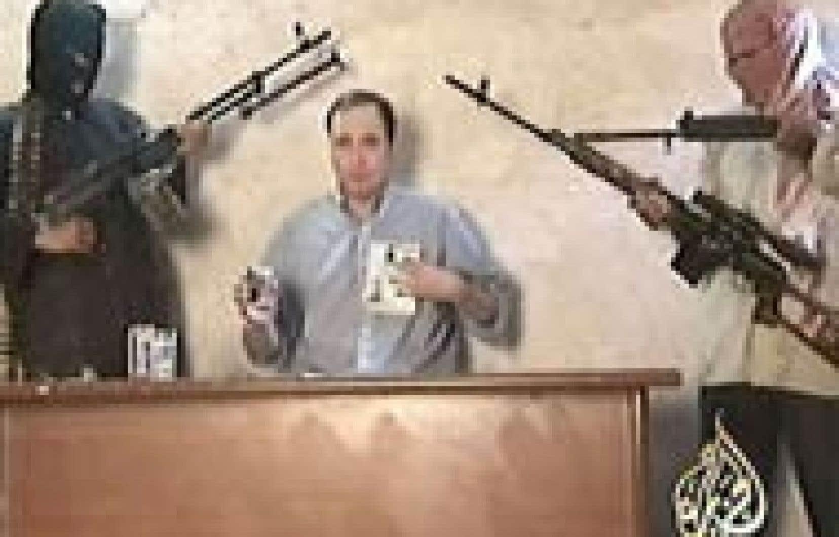 La chaîne al-Jazira a diffusé hier ces images d'un citoyen américain qui a exhorté les États-Unis à retirer leurs troupes pour lui sauver la vie.