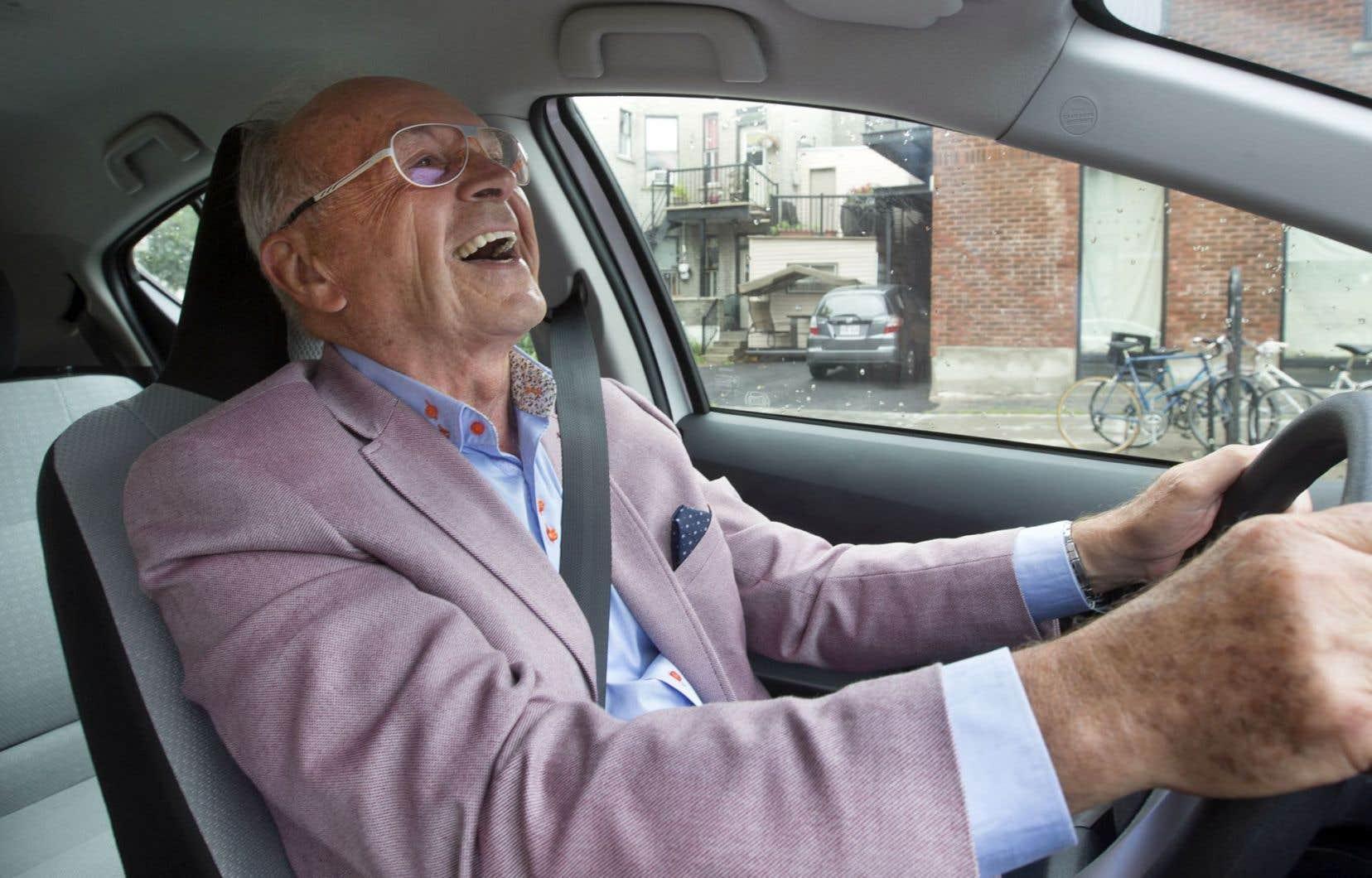 Dans le livre souvenir sur le 50eanniversaire du <em>Guide de l'auto</em>, Alain Stanké, éditeur de la première parution en 1967 et véritable frère pour Jacques Duval, se targue d'être celui qui a enseigné au célèbre journaliste automobile à conduire. Duval éclate de rire. «Il y a de l'exagération… Mais je le laisse dire car il est convaincu de son affaire!»