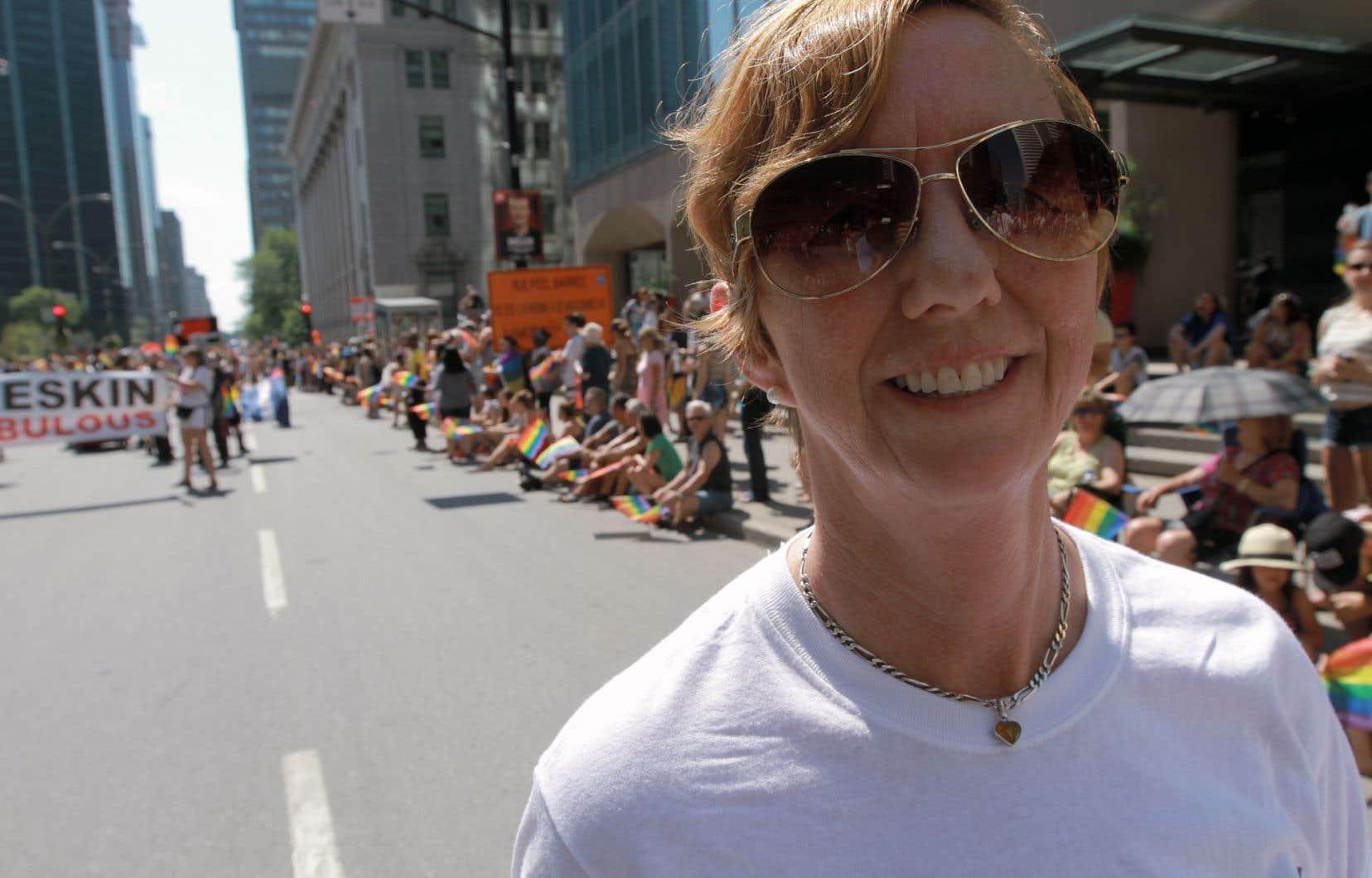 Martine Roy, de la Fondation Émergence, participait au défilé de la Fierté dimanche.