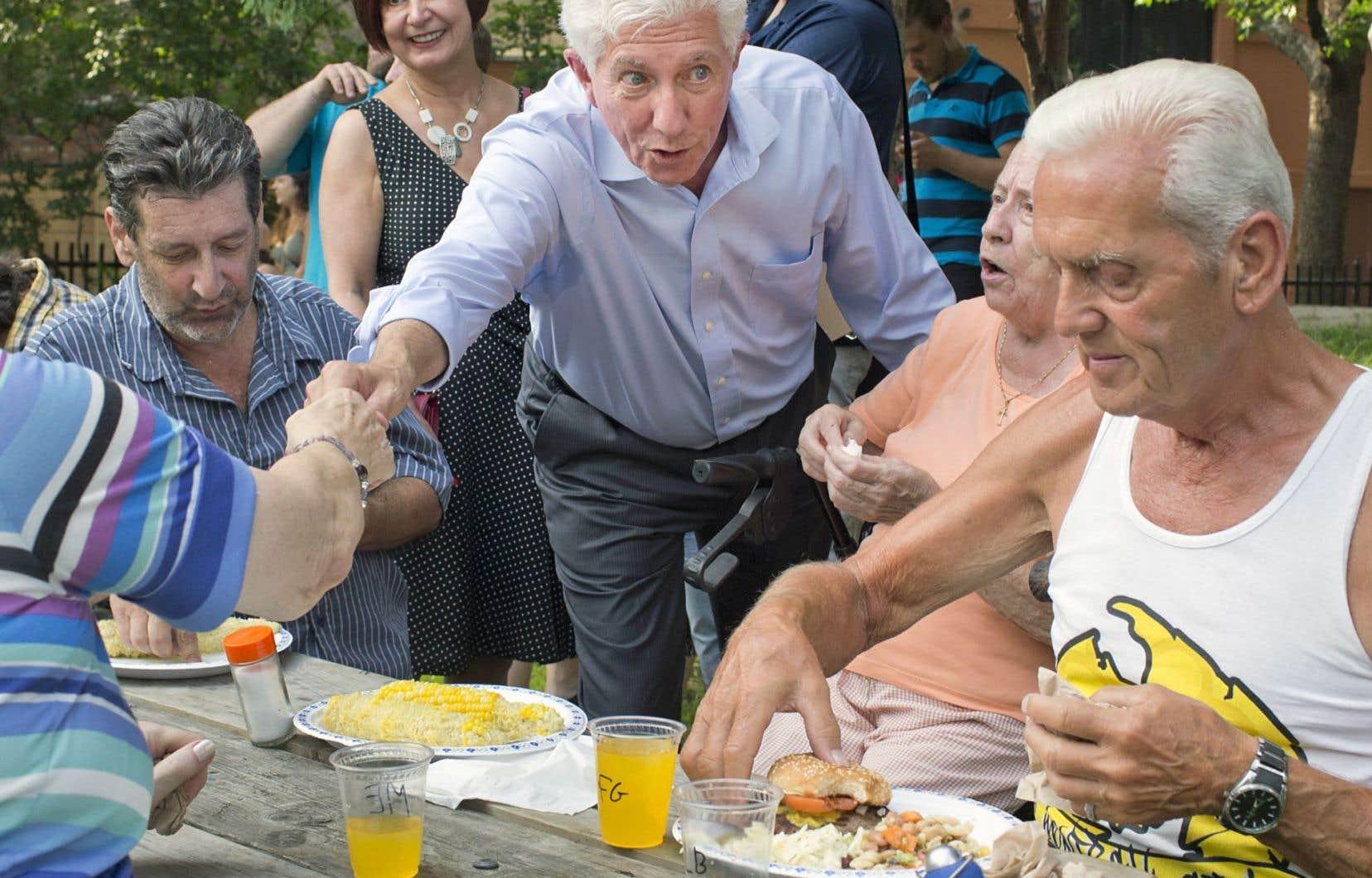 Le chef du Bloc québécois, Gilles Duceppe, a rencontré des électeurs mardi lors de son passage sur la couronne nord de Montréal.