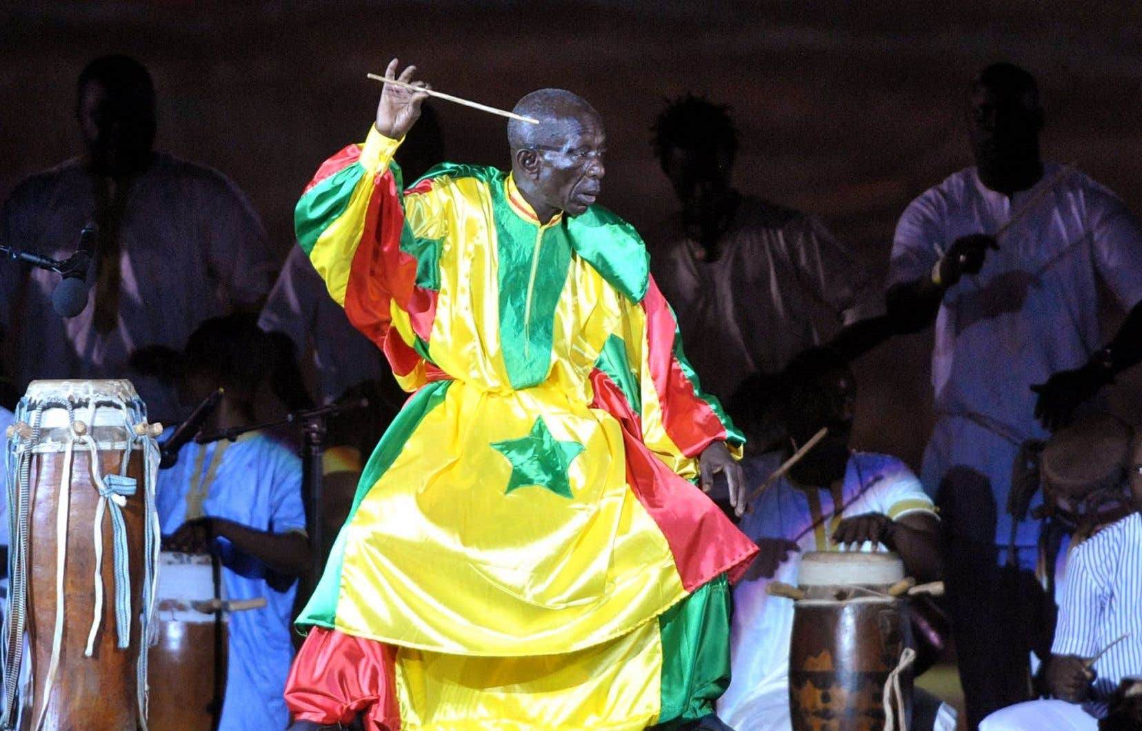 Doudou Ndiaye Rose lors d'un spectacle à Dakar, en décembre2010